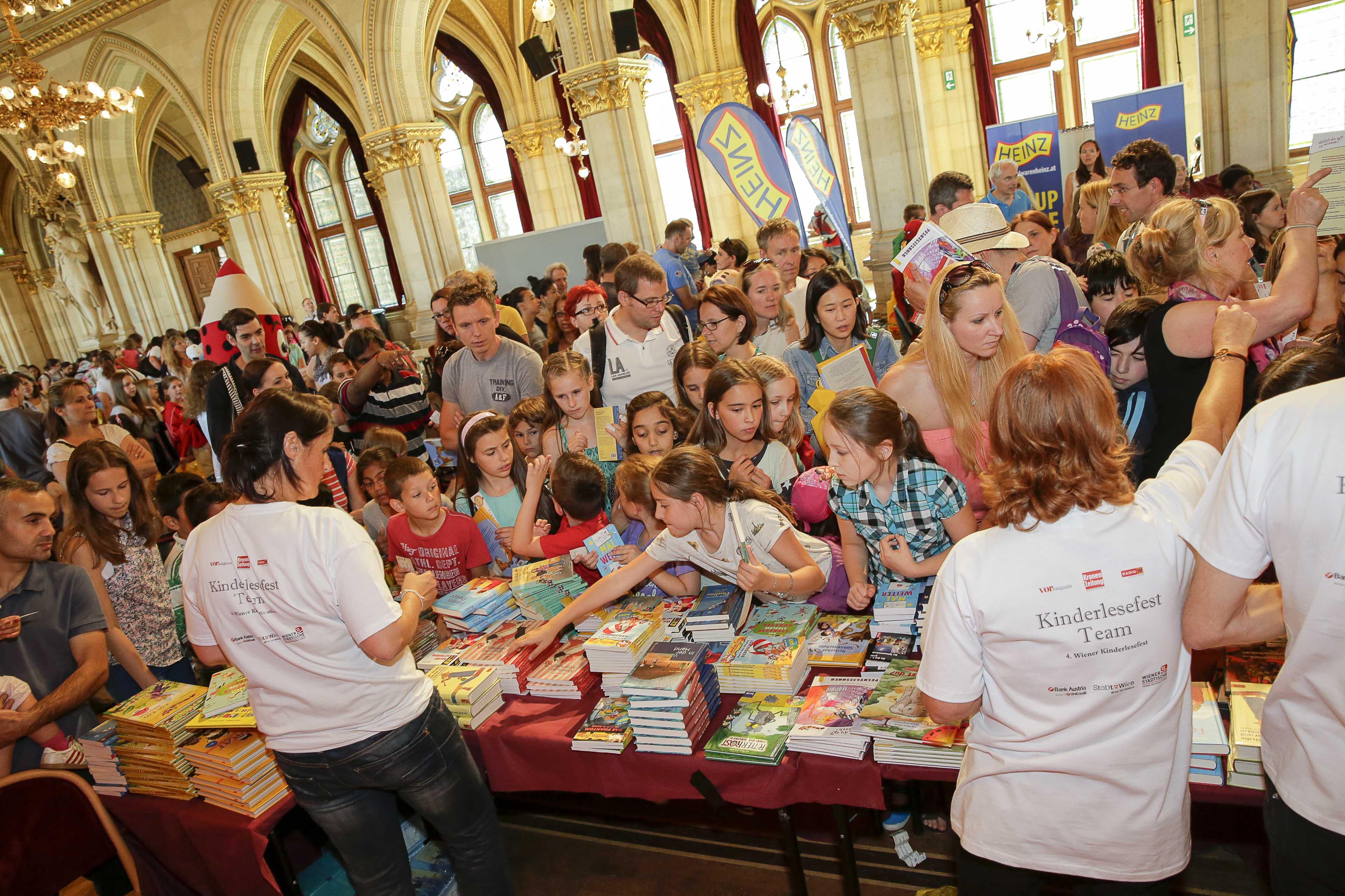 Kinderlesefest über 40000 Gratisbücher Am 272017 Rathaus Wien